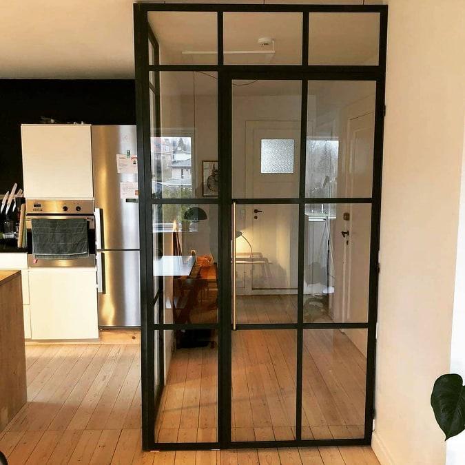 new yorker væg-glasvæg-skillevæg-indretningsstil-glasvæg køkken-glasvæg stue
