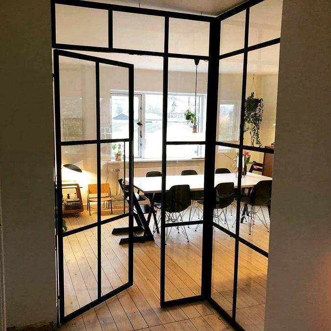 new yorker væg-glasvæg-skillevæg-indretningsstil