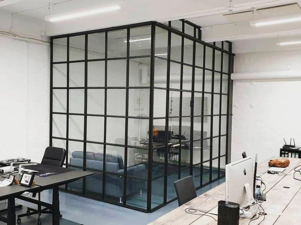 mødelokale-glasvæg ervherv-glasvæg-new yorkervæg-møderum-nyt kontor