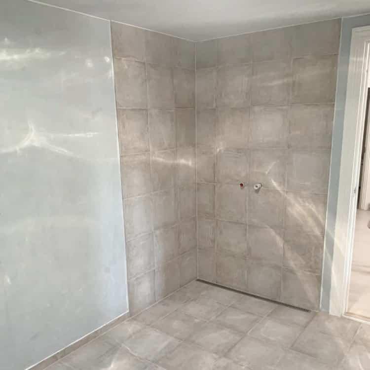 før og efter billede-badeværelsesfliser-badeværelse nyt